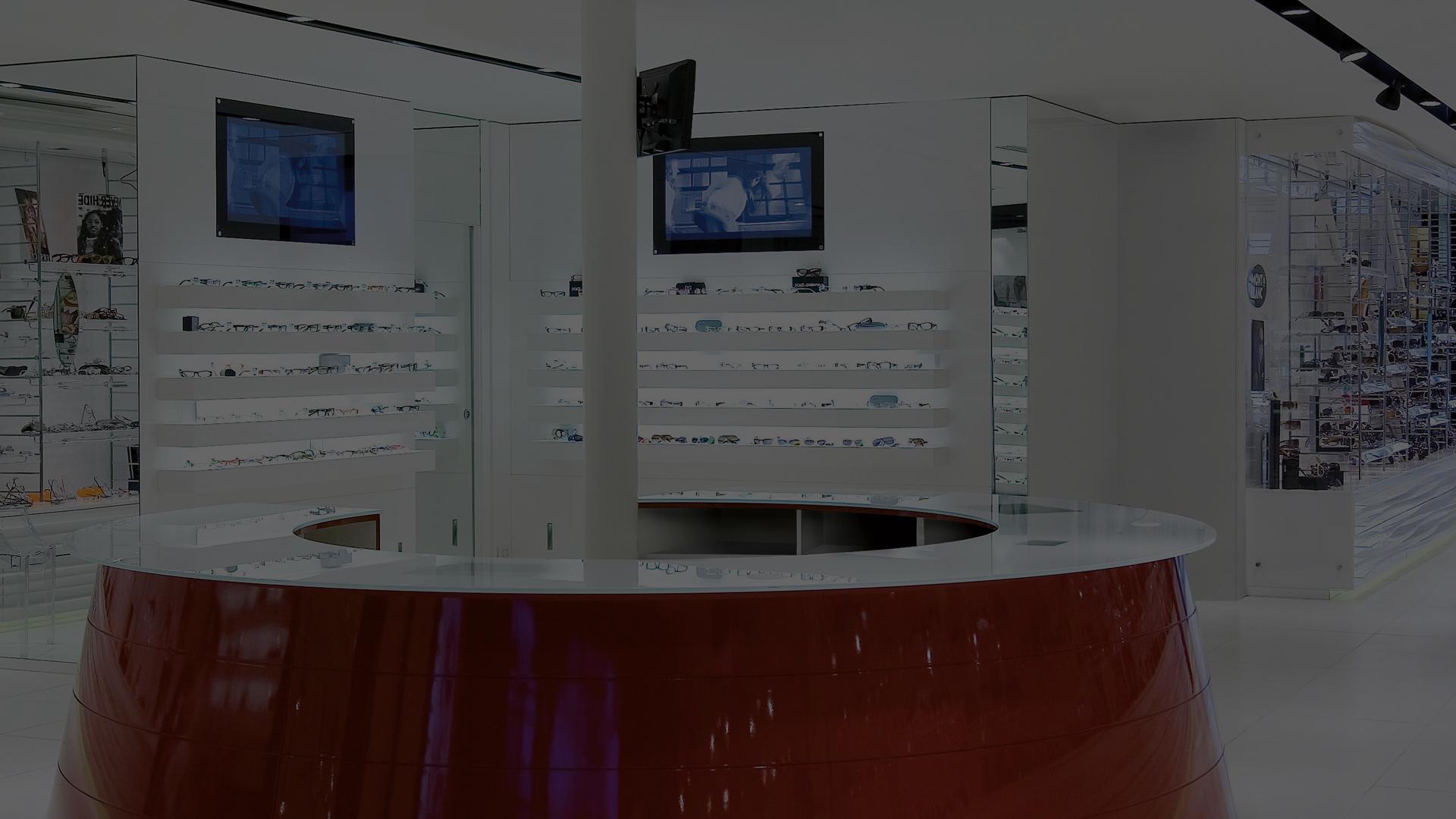Eyeware, arredo negozio e videowall a Forte dei Marmi