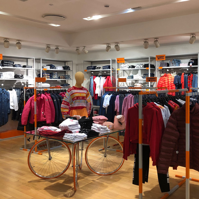 https://www.arteco-italy.com/wp-content/uploads/2019/07/Display-Rinascente-Store-Milano.jpg