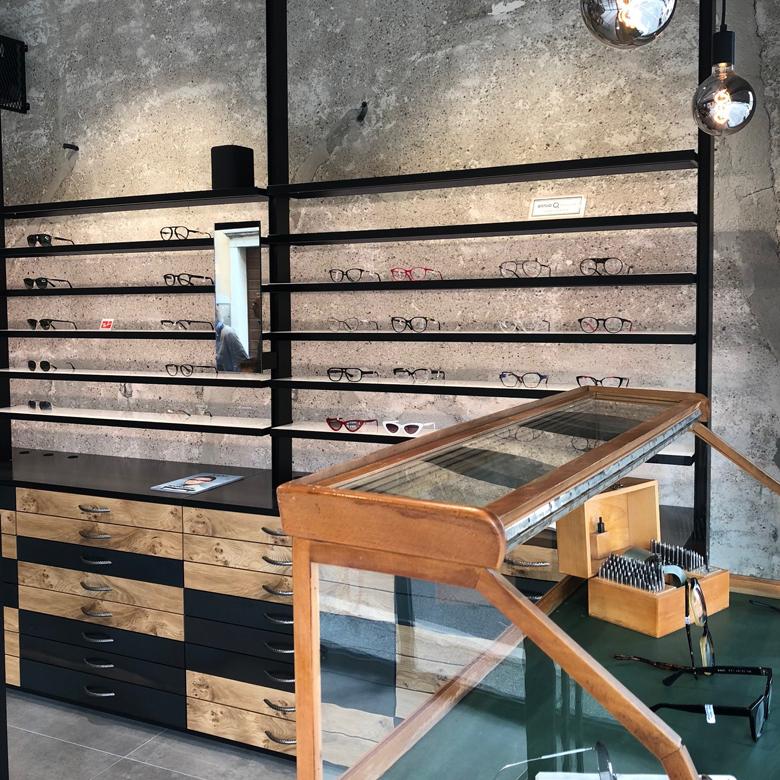 Negozio di ottica e gioielleria a Brescia