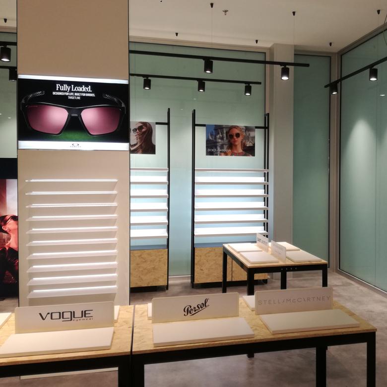 RISTRUTTURAZIONE completa del negozio FBL di Ottica in Piazza del Duomo a MIlano